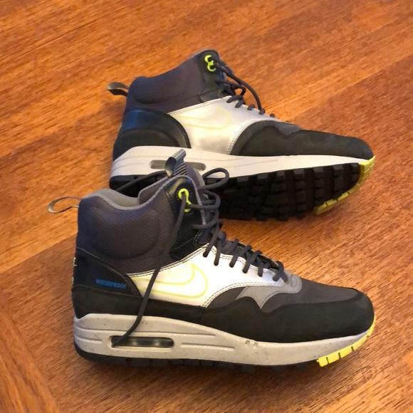 Nike Shoes - Like new NIKE moon boots.